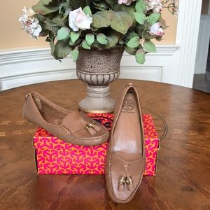 *New*Tory Burch Royal Tan Lawerence Shoes